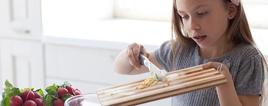 Børneopgaver – sådan får du børnene til at hjælpe mere til