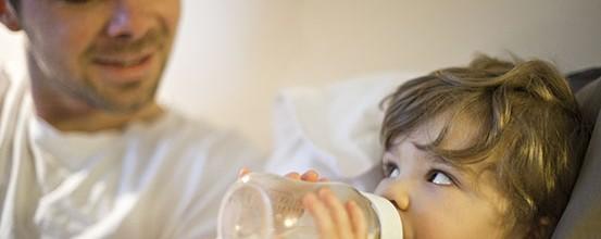 Sådan får du baby til at bruge sutteflaske
