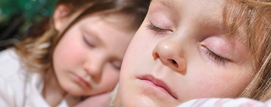 Er dit barn 4 år – At få venner og sove ude